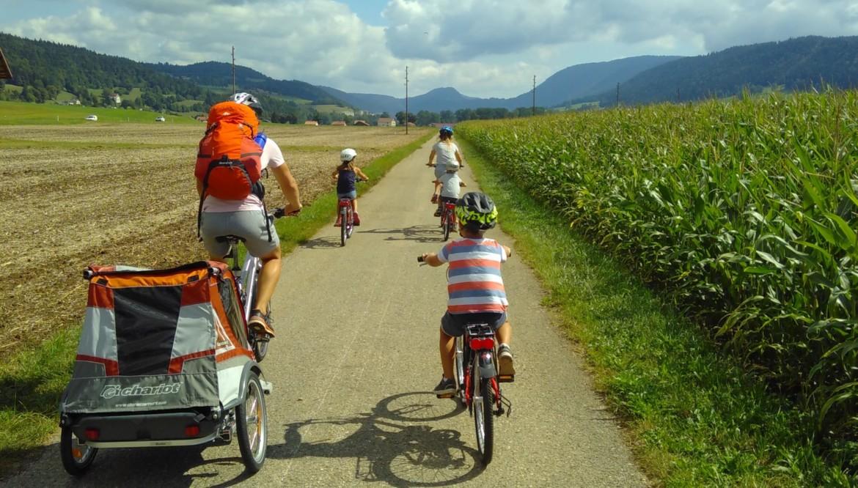 Balade en famille à vélo le long de l'Areuse